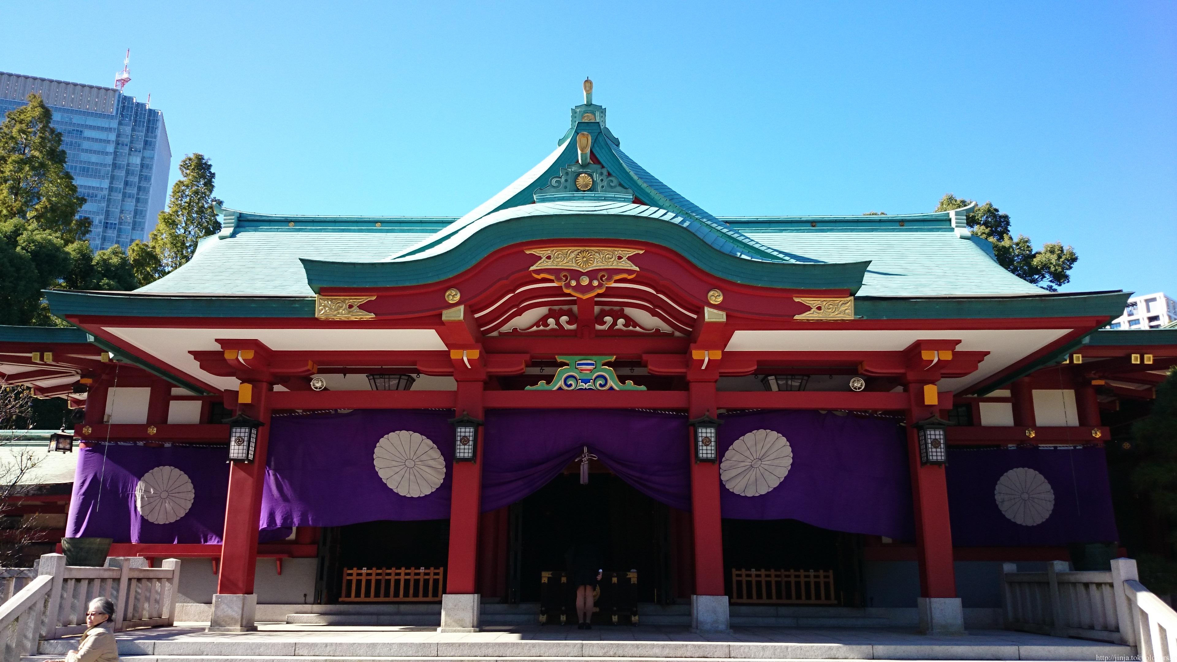 ご利益あらたかな日枝神社は、比叡山と延暦寺の守護神として祀られた日吉大社を総本社としています。同じくする日吉神社や山王神社とともに全国津々浦々にご利益をもたらす歴史ある神社です。今回はそんな日枝神社のご紹介です。のサムネイル画像