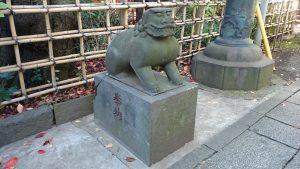 市谷亀岡八幡宮 銅鳥居前狛犬 (1)