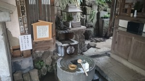 品川神社 阿那稲荷神社下社 一粒萬倍の泉