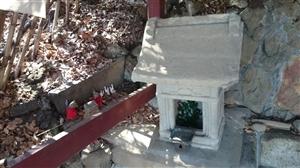 王子稲荷神社 御穴様 石祠
