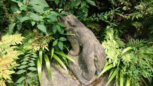 玉川神社 石獅子 子