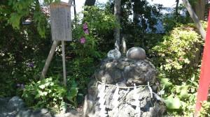 多摩川浅間神社 子産石(子宝石)