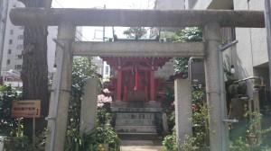 亀塚稲荷神社 鳥居
