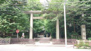 第六天榊神社 鳥居と社号標