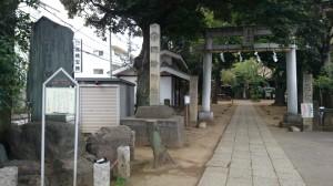 諏方神社 鳥居と社号碑