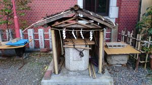 三田春日神社 石臼