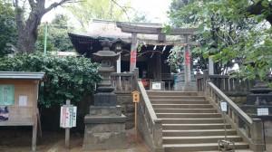 諏方神社 拝殿前