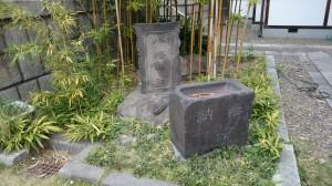 尾久八幡神社 扁額と手水鉢