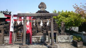 石濱神社 庚申塔と富士塚