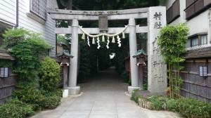 戸越八幡神社 鳥居と社号標