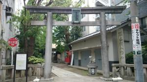 銀杏岡八幡神社 鳥居と社号碑