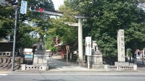 秩父神社 鳥居と社号碑