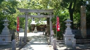 新田神社 鳥居と社号標
