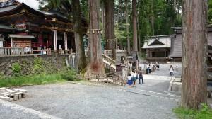 三峯神社 社殿前