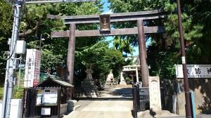 新宿諏訪神社 鳥居と社号碑