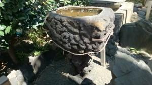 稲荷鬼王神社 水鉢 (1)