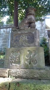 西向天神社 参道側狛犬 (1)