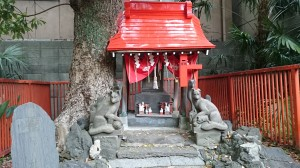 三圍神社(三囲神社) 白狐祠 (1)