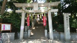 千束八幡神社 二の鳥居と社号標