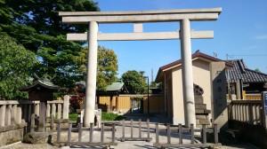 春日神社 鳥居と社号碑