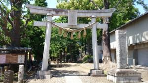 雪ヶ谷八幡神社 一の鳥居と社号碑