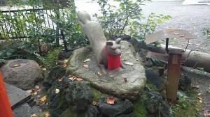 水稲荷神社 耳欠け神狐 (1)