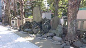 牛嶋神社 石碑群・力石