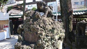 牛嶋神社 獅子山狛犬 (2)