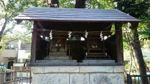 鎧神社 末社稲荷神社・三峯神社・子の権現 社殿