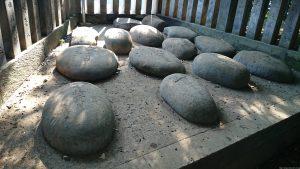 宮前春日神社 力石