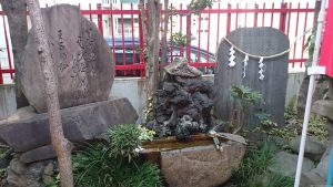 装束稲荷神社 水鉢