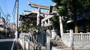 神楽坂若宮八幡神社 鳥居と社号標