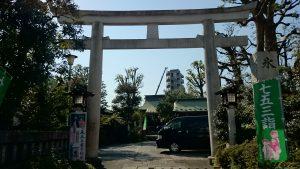 新宿下落合氷川神社 東鳥居と社号標