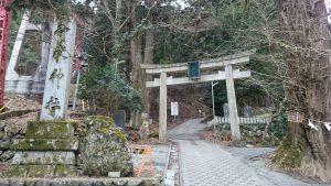 武蔵御嶽神社 滝本駅鳥居