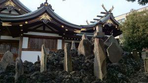 西之宮稲荷神社 本殿と富士塚