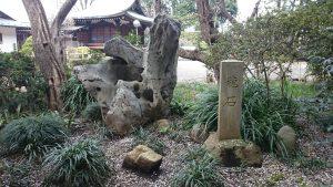 喜多見氷川神社 龍石