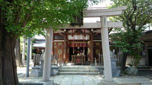 飛木稲荷神社 拝殿前