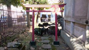 今戸熱田神社 境内社狐穴 (1)