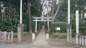 喜多見氷川神社 一の鳥居と社号標