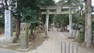 伊豆美神社 鳥居と社号標