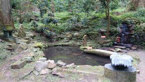 御岩神社 不動明王の池と小滝