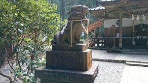 御岩神社 狛犬 (1)