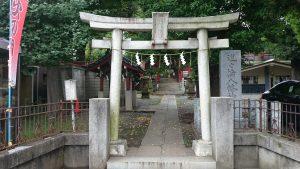 道々橋八幡神社 鳥居と社号標