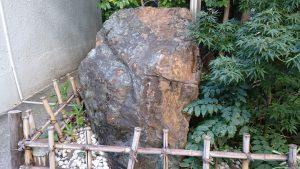 腰掛稲荷神社 菊花石 (1)