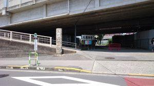 赤羽八幡神社 社号標と参道入口