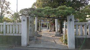 六月八幡神社 鳥居と社号標