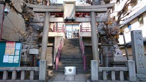 誕生八幡神社 鳥居と社号標