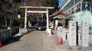 三宿神社 鳥居と社号標・毘沙門天標柱