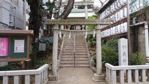 駒込妙義神社 一の鳥居と社号標