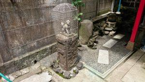 雷電稲荷神社 拝殿前狐像 (1)